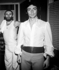 Steve_Hackett_And_Phil_Collins_1977_By_-Armando_Gallo-copy